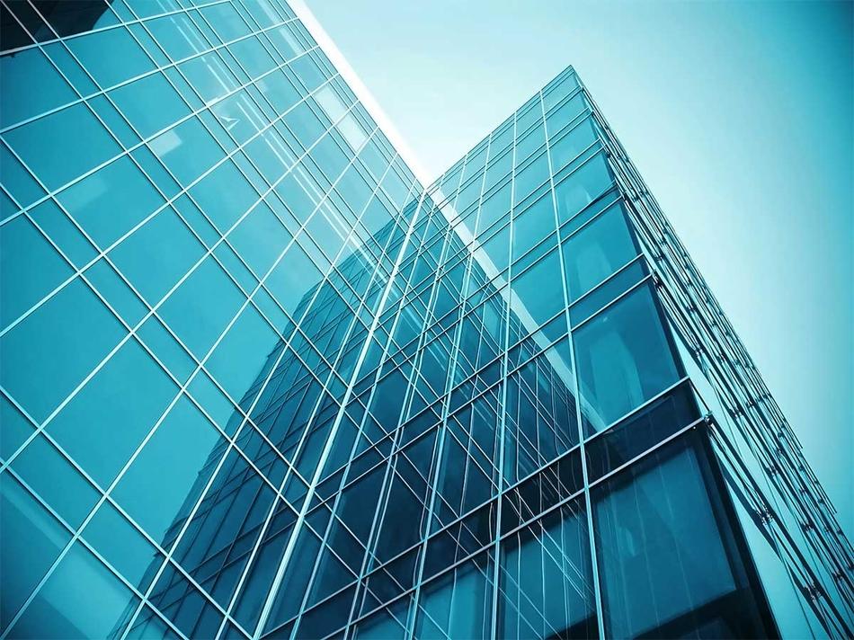 Современные преимущества монтажа стеклянных фасадов зданий